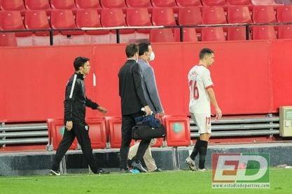 Navas acaricia el podio de honor del Sevilla en la Copa del Rey