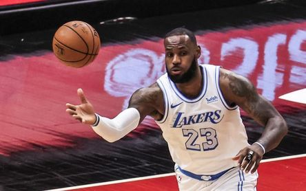 Los Clippers ganan sin sus estrellas y los Lakers perdieron sin Davis