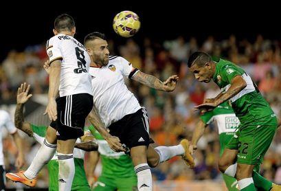 El último Valencia-Elche coincidió con el recibimiento a Lim como salvador del club