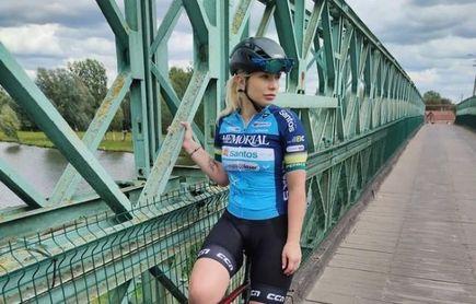 """La exciclista Tara Gins, vetada como directora de un equipo por unas fotos """"inapropiadas"""""""