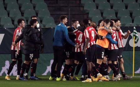 1-1. Épico pase a semifinales del Athletic por penaltis, con Simón decisivo
