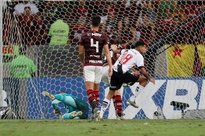 Flamengo vence al Vasco y le respira en la nuca al líder Internacional
