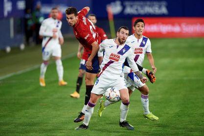 2-1. Osasuna sale del descenso con sufrimiento