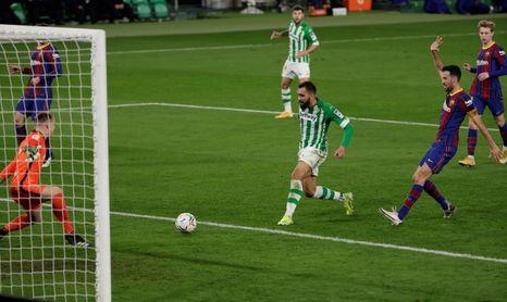 2-3. El Barça remonta con la entrada de Messi