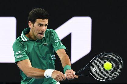 Djokovic se luce en su estreno y se medirá con Tiafoe en segunda ronda del Abierto de Australia
