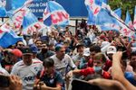 Con lágrimas, euforia y el cariño de su gente despiden al 'Morro' García