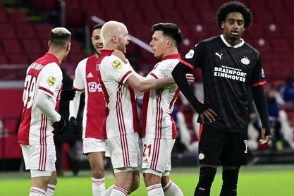 2-1. Martínez ayuda al Ajax a eliminar al PSV de la Copa de Holanda