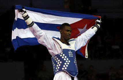 Campeón mundial cubano de taekwondo Rafael Alba entrenará en Inglaterra