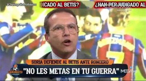 Cristóbal Soria sale en defensa del Betis