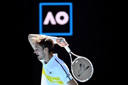 Medvedev agota a Rublev y consigue su primera semifinal en Australia