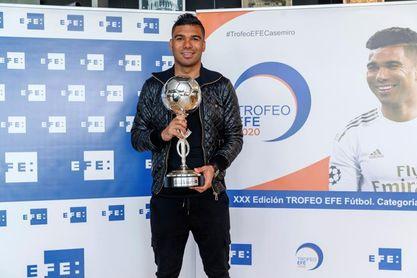 Casemiro recibe el Trofeo EFE 2020