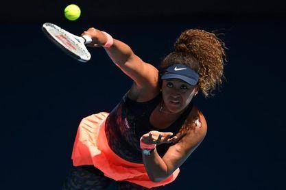 Osaka abruma en semifinales a Serena Williams, con problemas en el saque