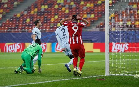 0-1. Giroud castiga a Simeone con una obra de arte