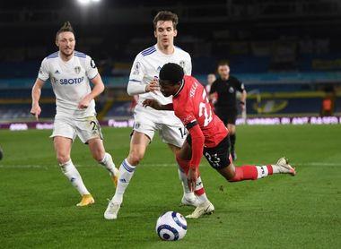 El Leeds golea a un Southampton que pierde a Oriol Romeu