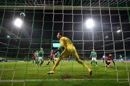 2-1. El Eintracht frena su vuelo en Bremen