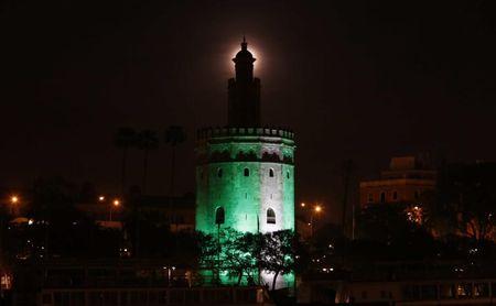 La Torre del Oro luce blanca y verde por el 28-F