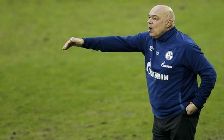 El Schalke destituye al entrenador Christian Gross y al director deportivo.