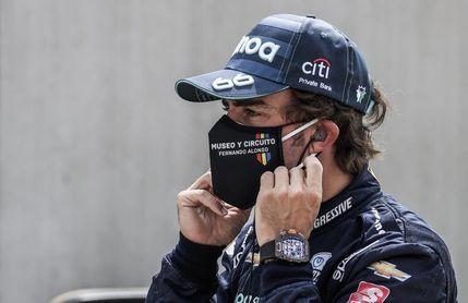 """Alonso a los aficionados: """"Estoy deseando enseñaros el coche"""""""
