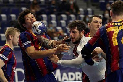 28-24. El Barça sella el pase a semifinales con más sufrimiento del esperado