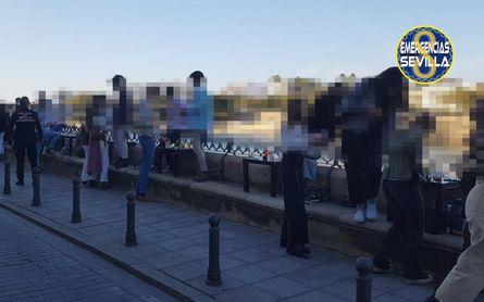 Desalojadas unas 140 personas de un bar de Sevilla.