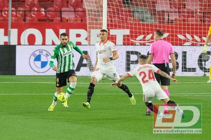 Borja Iglesias no fue capaz de dar con el camino hacia el gol frente al Sevilla.