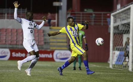 Herrera, Tauro y Universitario sumaron de a tres en la jornada del fútbol en Panamá