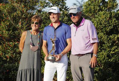 Justin Thomas se sobrepone a tragedia familiar y gana su primer título en 2021