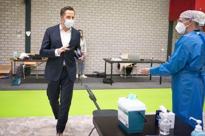 """El día """"gafado"""" del ministro holandés de Sanidad"""