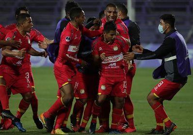 0-1. Huancayo golpea primero a un UTC que se quedó con 10 jugadores
