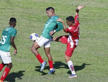 Olimpia del argentino Pedro Troglio sigue líder en Honduras pese a derrota