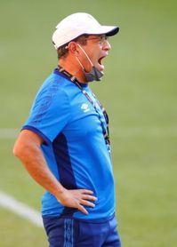 Hugo Pérez acepta que la falta de precisión costó la derrota a El Salvador