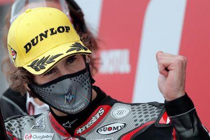 Sólo rueda el italiano Stefano Manzi