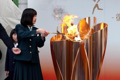 La llama de Tokio 2020 se prepara para un relevo deslucido por la pandemia