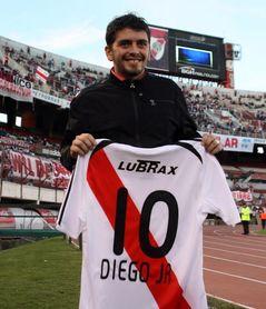 El hijo de Maradona apoya la campaña argentina de búsqueda de desaparecidos