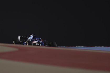 Alonso abandonó porque un papel de sándwich cayó en el conducto de freno