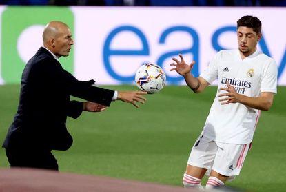 Valverde alegra a Zidane, ya toca el balón