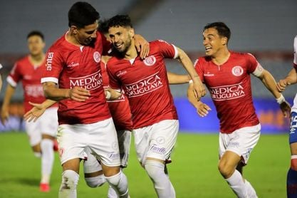 1-1. Rentistas gana por penaltis con 10 hombres y jugará la final del fútbol en Uruguay