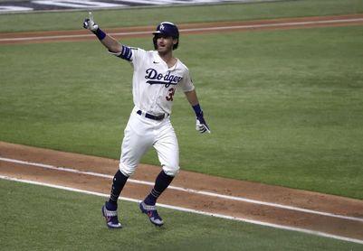 6-11. Trevor Bauer lidera el pitcheo ganador de los Dodgers ante los Rockies