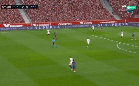 ¿Por qué el VAR no anuló el gol de Acuña por manos de Ocampos?