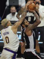 Los Clippers ganan duelo a los Lakers; derrotas sorpresa de Sixers y Nets