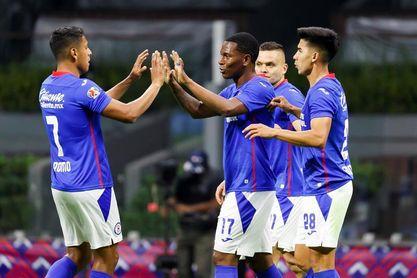 Cruz Azul encabeza el torneo de fútbol en México, dos puntos por delante del América de Solari