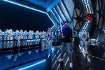 El campeón del Súper Bowl Tom Brady visita una lejana galaxia en Disney World