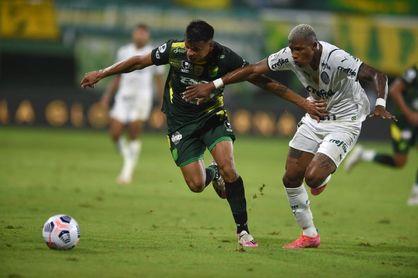 1-2. Palmeiras derrota en su visita a Defensa y se encamina a un nuevo título