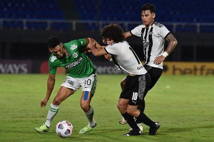 1-0. Libertad vence pero al Nacional de Colombia, que cree puede remontar en casa
