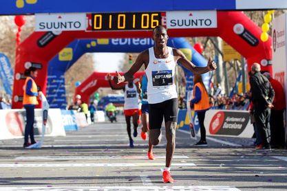 Eric Kiptanui y Angela Tanui ganan el maratón del aeropuerto de Siena