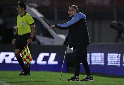 Tabárez, entrenador de la selección uruguaya de fútbol, recibe vacuna anticovid