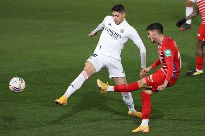 El Real Madrid sale con Valverde como lateral derecho en Anfield