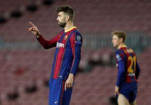 Piqué es titular y Dembélé suplente; el trío ofensivo habitual en el Athletic