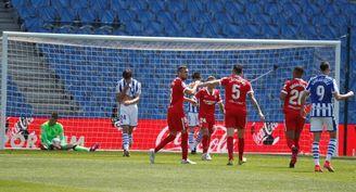 1-2. El Sevilla se suma a la lucha por el título