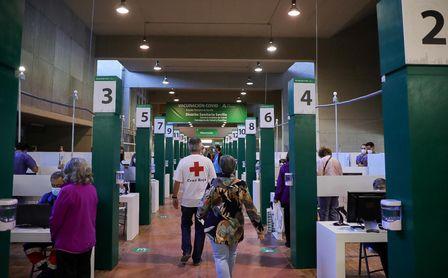Arranca la vacunación en el Estadio de la Cartuja, que podría llegar a 15.000 personas diarias.